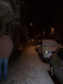 Verschneites Brüssel bei Nacht