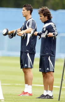 Ronaldo and Raul during weight training. Picture taken from kickette.com - copyright by Reuters