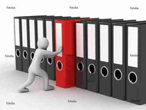 http://jp.fotolia.com/id/9718310 man and row of the folders on white background © Volodymyr Vasylkiv #9718310