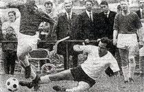 Szene aus dem 1:1 im Aufstiegsspiel 1965 gegen die Spvgg Feuerbach