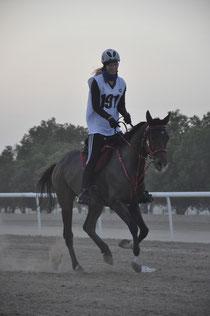 Anna-Lena Weiershäuser beim 100km Night Race in Abu Dhabi. (Foto: privat)