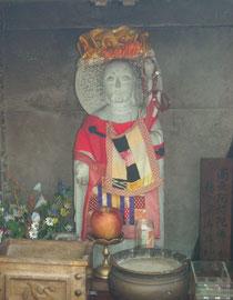 倶利迦羅不動寺にひっそりと建つおまん伝説の「おまん地蔵」