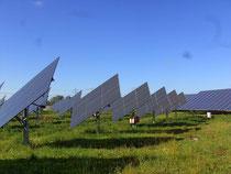 Solarpark mit Nachführsystem