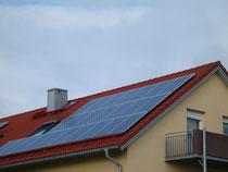 Solarpark Modulfeld Solaranlagen Angebot günstig Foto Solarstrom Simon