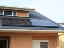 家庭や公共施設などでの設置が増えてきた太陽光発電施設