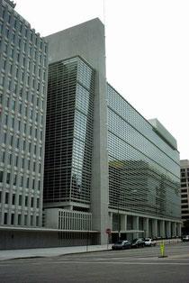 ワシントンD.C.の世界銀行本部 Photo by Arenamontanus