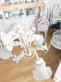 Romantischer Deckenleuchter für drei Kerzenbirnen, Glasschirmchen 30,- Euro