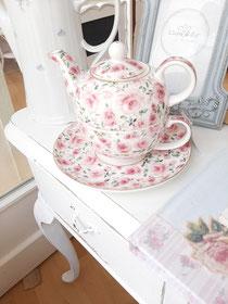 Teekanne mit Tasse unter Unterteller von Clayre and Eef 29,90