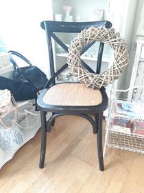 2 Thonet Stühle schwarz Ckayre and Eef 60,- Euro pro Stück