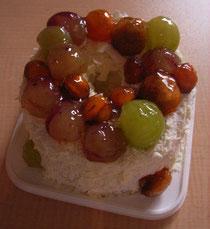 くまとマカロンたちを飾る前はこんなかんじです。柿はぶどうにあわせて丸くくりぬきました