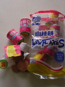 中国へ行ってから知ったサンザシという果物。以後、大好物になったスイーツです。ちなみに一袋¥108でした・・・