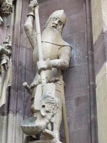 St. Georg, Thann, Elsaß um 1400. Die Figur zeigt die im Text erwähnten Rüstungsteile.