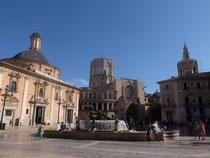 Altstadt Stadtführung Plaza de la Virgen Fontäne Valencia Highlights