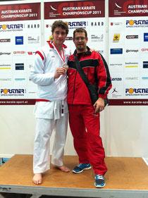 Mario und Trainer mit Medaille