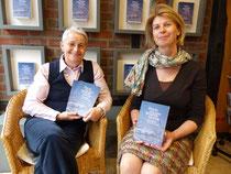 Buchvorstellung mit Martina Kaluza (rechts) vom Waxmann Verlag Münster