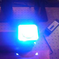 Die neue Generation von GOM-Scannern verwendet blaues Licht, damit der Raum nicht völlig abgedunkelt werden muß