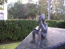 Pinocchio-Figur Gräberfeld der tot geborenen Kinder in Blumenthal