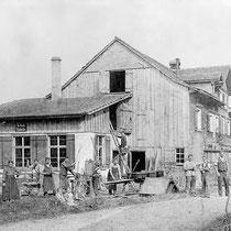 Schlosserei, Färberei u. Wohnhaus um 1900