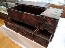 磯崎定吉が十和田神社から拝領した銭箱