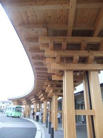 檜とバイオエネルギーを生かした新庁舎