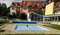 Kinder Ballonhotel mit Pool für Josef