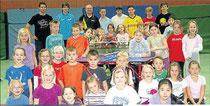 Sport und Spaß: Die zweiten Klassen der Cornelia-Funke-Schule beim Tischtennis-Aktionstag gemeinsam mit den Betreuern.