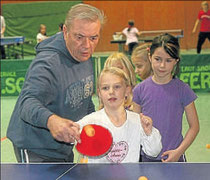 Engagiert: Wolfgang Schilling war einer der sieben Zuspieler des TSV Gemünden beim Tag des Tischtennis.