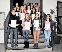 Engagierte Mentoren: KGS-Schüler der Jahrgänge 10 bis Q2 erhalten ihre Zertifikate. Sie haben Jüngere mit Förderunterricht beim Aufarbeiten von Wissenslücken unterstützt. (Brämer/haz)
