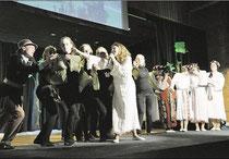 Zauberhafte Vorstellung im KGS-Forum: Austauschschüler aus Litauen singen und tanzen ein Märchen um Liebe und Trauer. (Eggers)