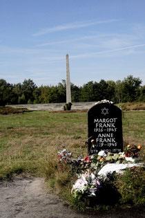 Symbolischer Grabstein der Schwestern Frank