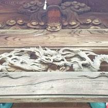 小さいながらも素敵な龍の彫刻