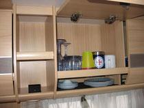 Wohn- und Küchenschränke