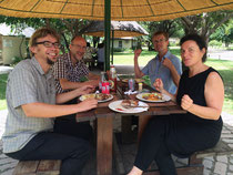 InterteamlerIn beim feinen Mittagessen