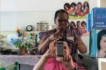 Beim Haareschneiden in Rundu