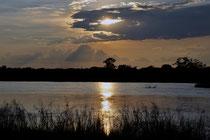 Einmalige Abendstimmung am Okavango.