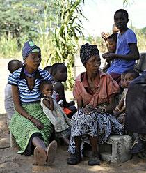 Frauen und Kind vom Volk der San