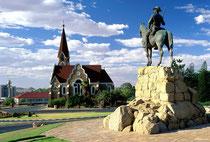 Christuskirche und Reiterdenkmal in Windhoek