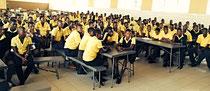 Die SchülerInnen folgen aufmerksam den Antworten & Ratschlägen der RednerInnen