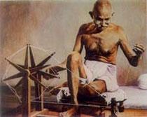 Gandhi sur son rouet