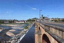 Brückenwehr an der Loire