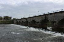 Brückenwehr bei Digoin