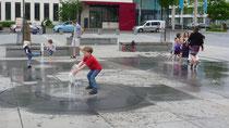 Kinder spielen auf dem Europaplatz