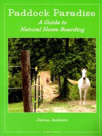 "Seine Beobachtungen fasste Jamie Jackson in dem Buch ""Paddock Paradise - a Guide to Natural Horse Boarding"" zusammen."