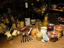Senfvariationen mit Gewürzen, Kräutern, Wein, oder Rotem Weinbergpfirsich