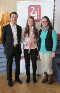 "Jana mit ""Haynaer Delegation"": Lehrgangsleiter Markus Metz, Jana Hoffmann, Kultus-Jugendvertreterin Isabelle Wöschler"