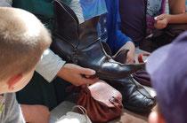 artisan du cuir au chateau d'Eaucourt sur Somme Picardie visite scolaire collège
