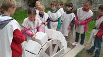Animation médiévale des bâtisseurs, participation du public chateau d'Eaucourt sur Somme, Picardie