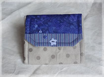 Porte-monnaie suédine à pois gris clair et coton bleu