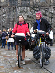 raquel delvaux (r) met franse fietsvriendin fanny vein