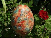 Ei aus Keramik mit geflammter Oberfläche